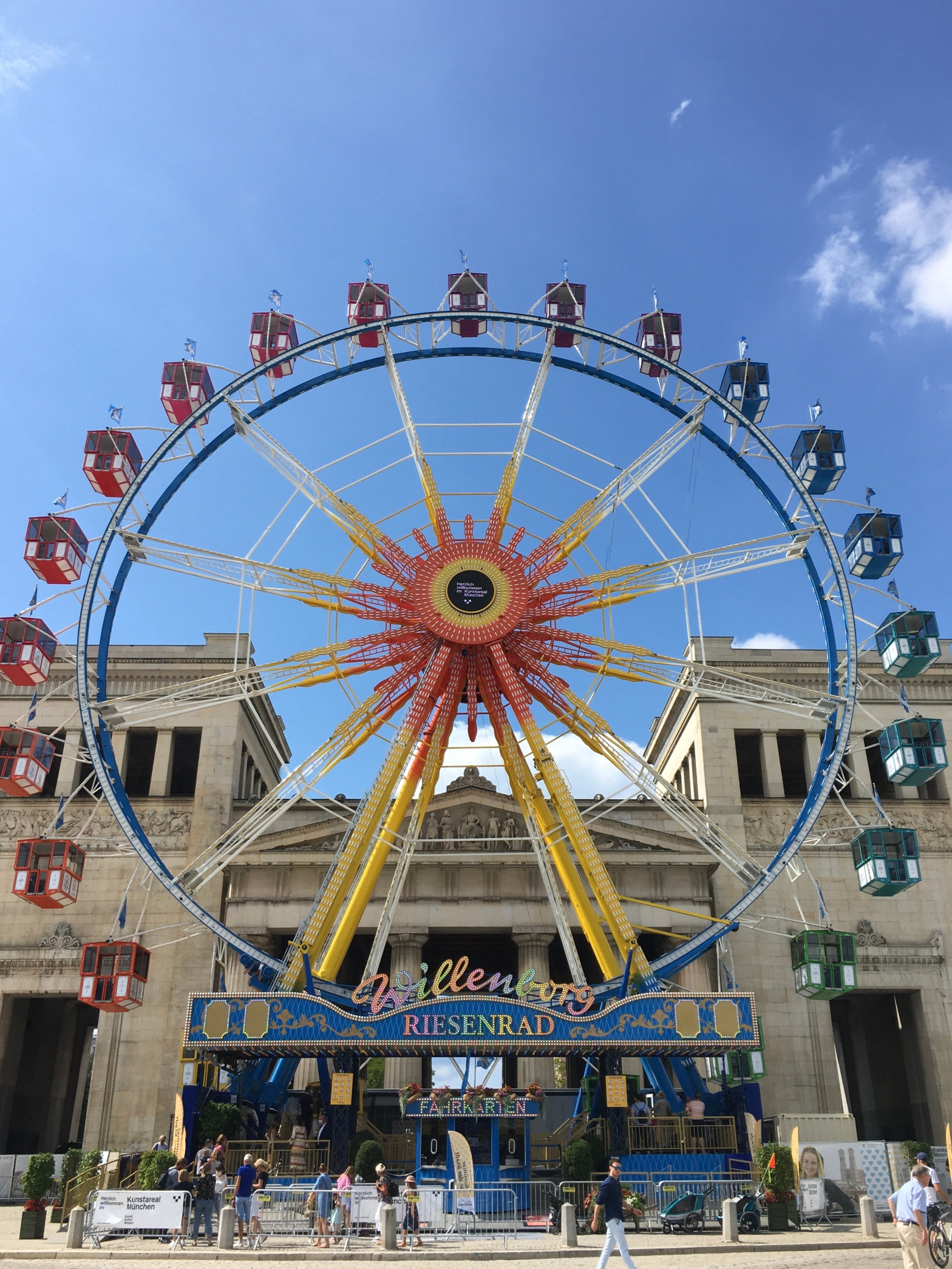 A full image of the Koningsplatz ferris wheel.